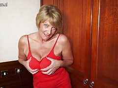 Hot amateur British granny..
