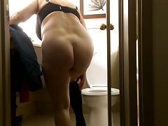 Mom's naked ass in..