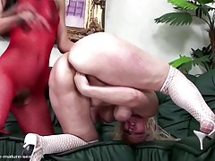 Full-grown mom fisted hard..